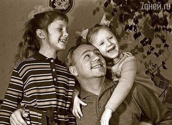 Рыбников с дочерьми Аленой и Ариной