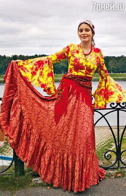 16-летняя Маша Козакова, внучка знаменитых Юрия Яковлева и Михаила Козакова, сыграла непокорную цыганку Хитану