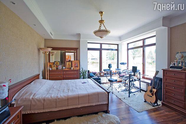 «Мама охотно предоставила мне свою спальню, а я из нее сделала мини-студию»