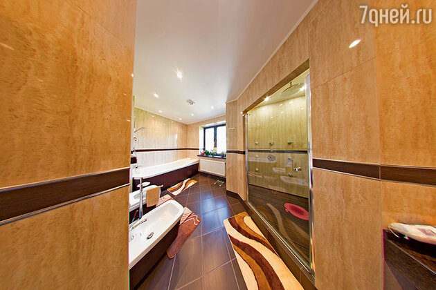 «В самом начале строительства дома мама мне сказала: «Не ставь мне большую ванну, мне удобнее душ». Я так и сделала»