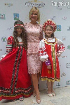 Ирина Ортман с юными ученицами