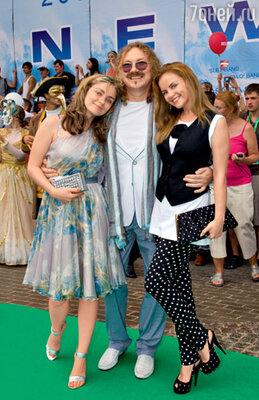 Игорь Николаев с любимыми Юлями — дочерью и женой