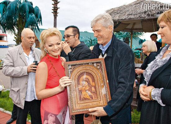 Борис Щербаков собственноручно сделал для Долиной икону
