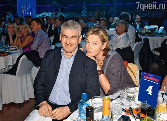 Арина Шарапова с мужем Эдуардом Карташовым