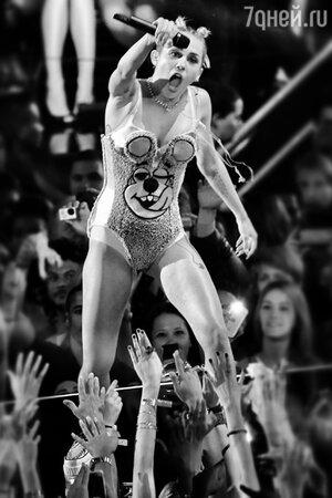Майли Сайрус на вручении премии MTV. 2013 год