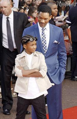 Уилл Смит с сыном Джейденом на лондонской премьере фильма «Каратэ-пацан». Июль 2010 г.