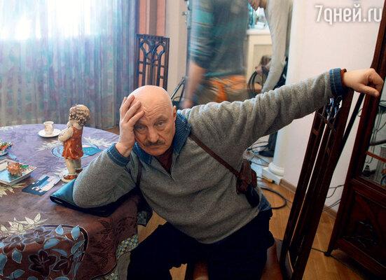 Пропавшую машину НиколаяЧиндяйкина (майор Волков в сериале «Час Волкова-3») вместе с милиционерами искали криминальные авторитеты