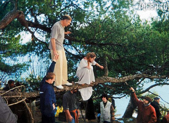 «Дневник его жены». Снимается сцена любовного свидания на дереве. Мы с Андреем Смирновым в конце должны упасть в воду