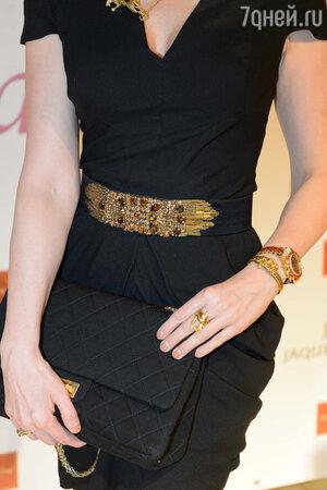 Ольга Кабо в платье от Alexander McQueen, с сумочкой от Chanel и украшениями от Carrera y Carrera на презентации Jaquet Droz