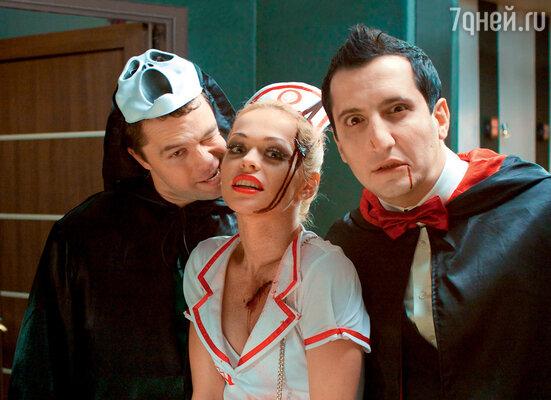Виталий Гогунский, АннаХилькевич иАраратКещян на съемках специальной серии «Универа»