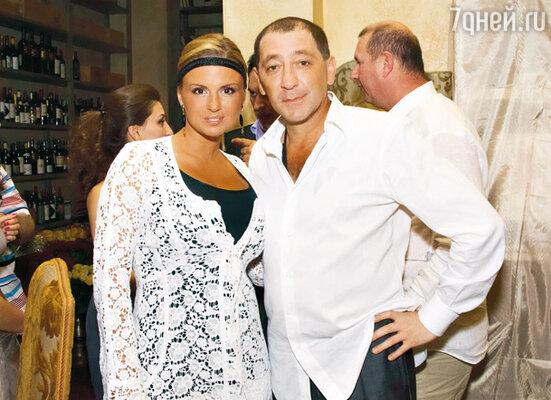 Анна Семенович и именинник