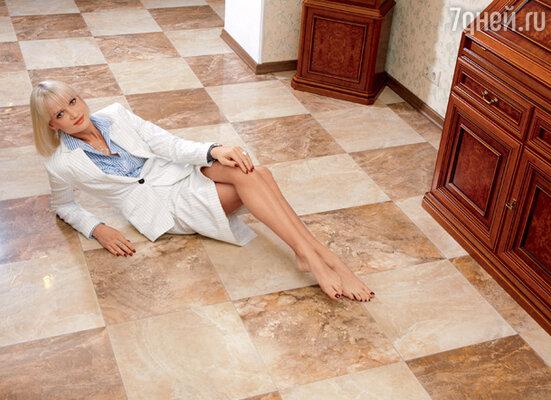 Прятать свои стройные ножки под длинными юбками Светлана справедливо считает кощунством