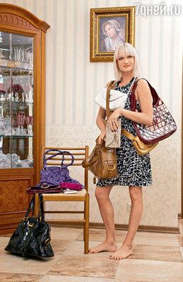 Хотя транжирой Светлана себя не считает, коллекция ультрамодных дорогих сумок у нее весьма внушительная