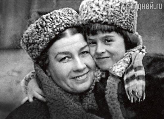 Маргарита Крюкова: «Я заплакала, мы обнялись, и с тех пор Русланова навсегда стала не второй, аединственной, настоящей моей мамой»