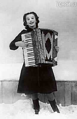 «У нее от природы был необыкновенный голос— весь город съезжался послушать Русланову, когда она пела в хоре». 30-е годы