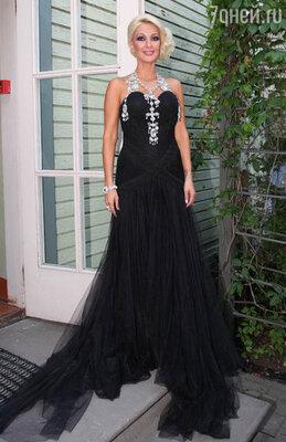 Лера Кудрявцева рекламирует магазины модной одежды