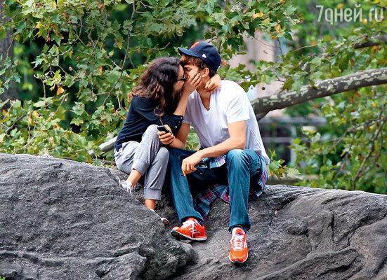 «Знаете, что я считаю самым сексуальным качеством вженщине? Ум. Сообразительность» (Эштон Катчер и Мила Кунис в Центральном парке Нью-Йорка, 2012 год)