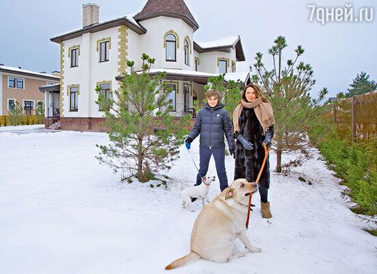 Татьяна с сыном Домиником живет взагородном доме вместе с дочерью и зятем — Агнией Дитковските иАлексеем Чадовым