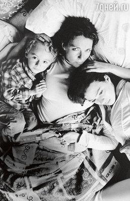 «Я всегда была уверена, что у детей, рожденных в любви, обязательно должны быть любящие мама и папа. У тебя может быть злость и обида на бывшего мужа, нодети-то тут при чем?»