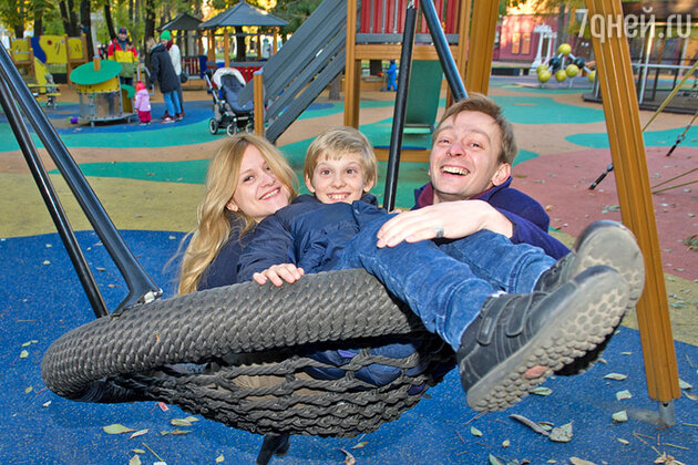 Евгений Кулаков с женой  и сыном