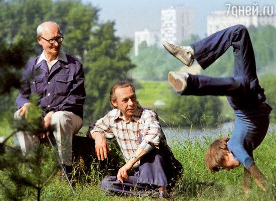 Мишка Ефремов еще мальчиком играл на сцене МХАТ. (Три поколения Ефремовых: Николай Иванович, Олег Николаевич и Миша)