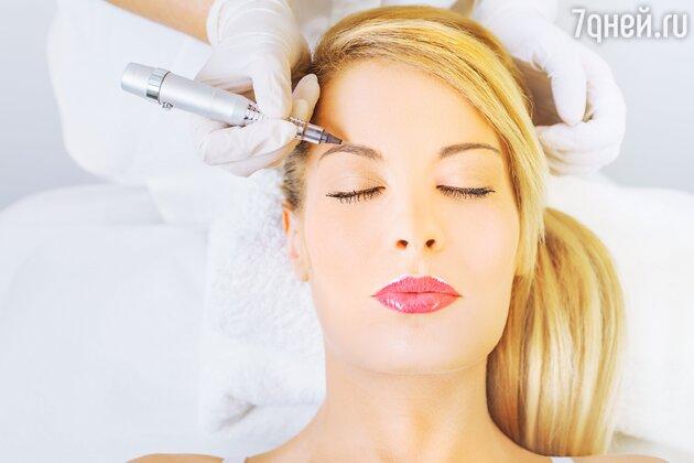 Перманентный макияж бровей – несложная процедура, которую мастер может выполнить в домашних условиях
