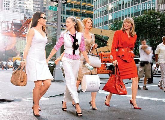 Кристин Дэвис, Сара Джессика Паркер, СинтияНиксон и Ким Кэттролл на съемках кинофильма «Секс в большом городе». 2007 г.