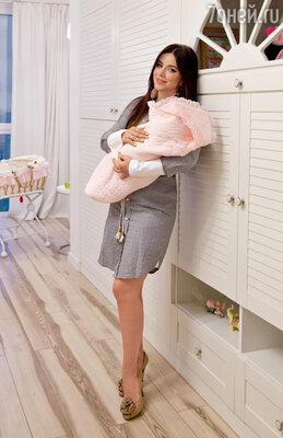 Ани Лорак с дочкой Софией в своей новой киевской квартире