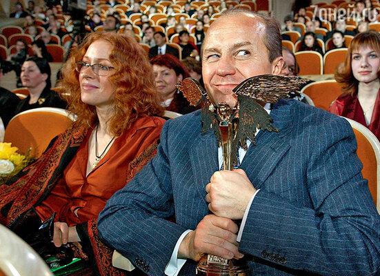Андрей Панин с  женой Натальей Рогожкиной нацеремонии вручения премии «НИКА». Андрей был награжден зароль в фильме «Шик». 2004 г.