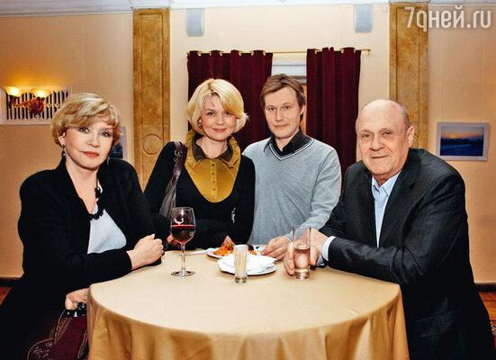 Игорь Гордин с женой Юлией Меньшовой и ее родителями Верой Алентовой и Владимиром Меньшовым