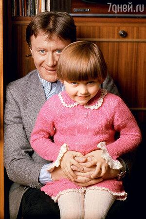 Андрей Миронов с дочкой Машей Голубкиной