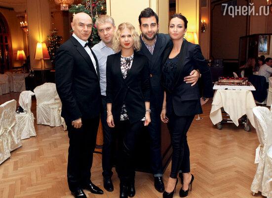 Сергей Мазаев с женой Галиной, Сергей Светлаков и Иван Ургант с супругой Натальей Кикнадзе