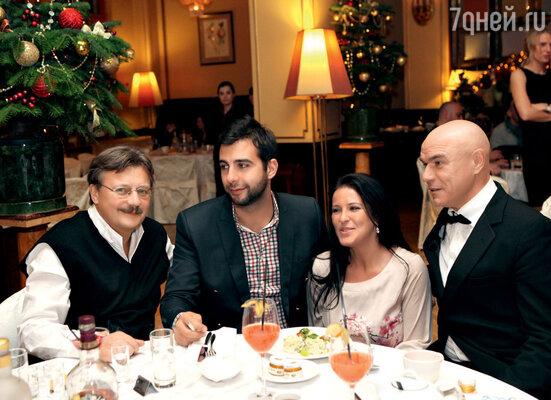 Андрей Максимков, Иван Ургант и его сестра Мария
