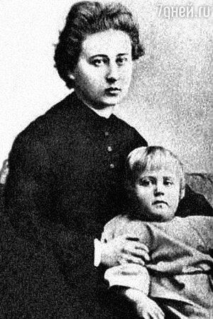 Максимилиан Волошин с матерью