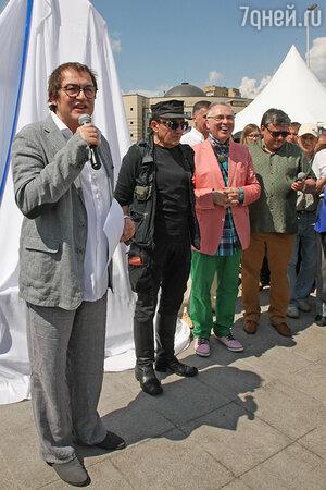 Дмитрий Дибров выступил на  открытии памятника «Человек-часы»