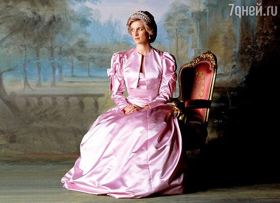 Принцессы Дианы нет уже 16 лет, но о ней продолжают писать книги и снимать фильмы