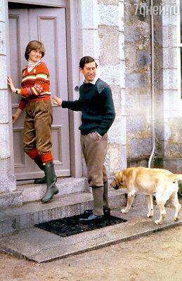 Чарльз так обожал своего пса— лабрадора Сандрингема, чтопробудил в Диане ревность. Исобаку пришлось усыпить. 1981 г.