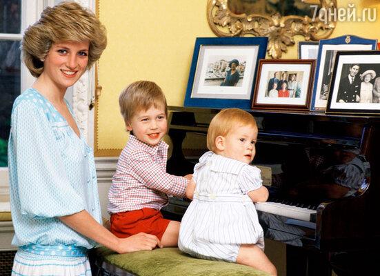 Диана безумно любила своих сыновей. Она часто повторяла: «Я бы лучше умерла, чем оставила их». 1985 г.