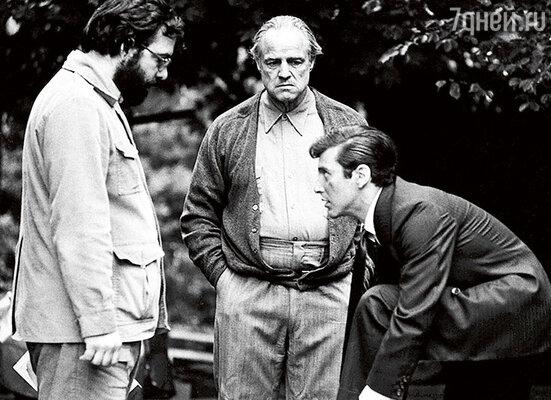 Самой большой победой в жизни Пьюзо было то, что он настоял на кандидатуре Марлона Брандо  в роли Дона Корлеоне. Коппола, Брандо и Аль Пачино на съемках «Крестного отца»