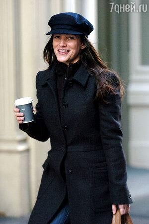В конце 2003 года Крис заявила журналу «Рэд», что собирается стать театральной актрисой и уехать из Америки