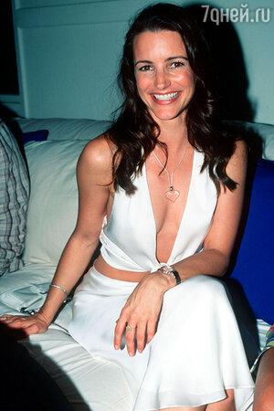 В 2002 году журнал «Стафф» признал Крис одной из 100 самых сексуальных женщин мира: Крис заняла в рейтинге 42-е место