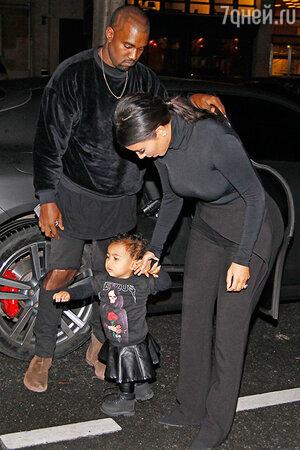 Ким Кардашьян с супругом Канье Уэст и дочкой Нори