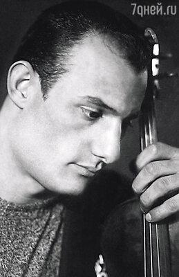 Незадолго до смерти мать призналась Александру Пороховщикову, что его настоящий отец — известный скрипач Шота Шанидзе (на фото)