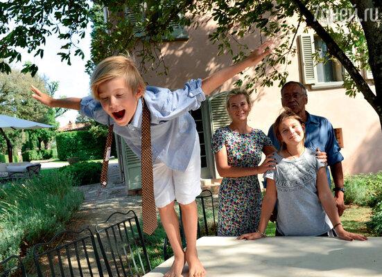 Юлия: «Чуть что у детей не так, яговорю им: «К папе!» И все — уменя никаких проблем. Я хорошо устроилась!»