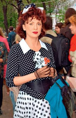 Ольга Дроздова на воскреснике театра «Современник». 2006 г.