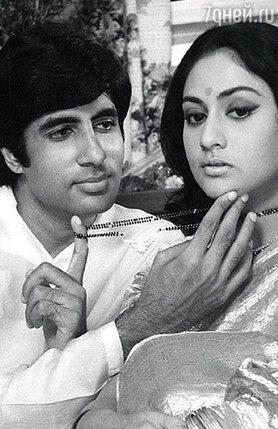 С Джаей  Бхадури, своей будущей женой, Баччан снимался в фильме «Куколка»