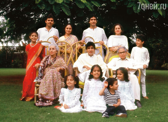 Семья: родители, жена, дети и внуки — самое большое достояние Амитабха в жизни
