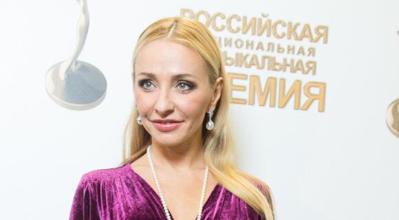 Татьяна Навка следует моде на бархатные платья