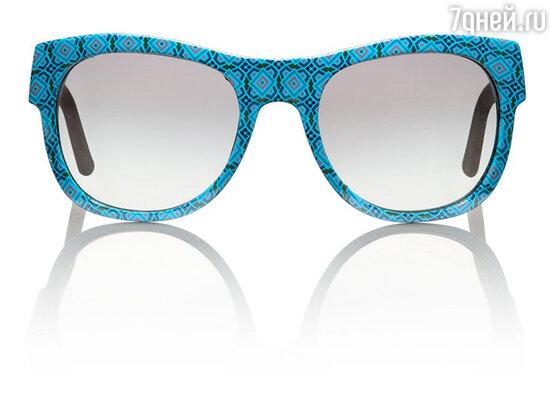 Всем, кто хочет быть в тренде в этом сезоне, рекомендуется обратить внимание на солнечные очки с декорированными оправами