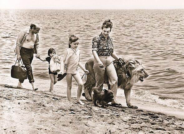 Лев Кинг вырос совершенно ручным, к детям Берберовых — сыну Роману и дочери Еве — относился очень трогательно, был как член семьи